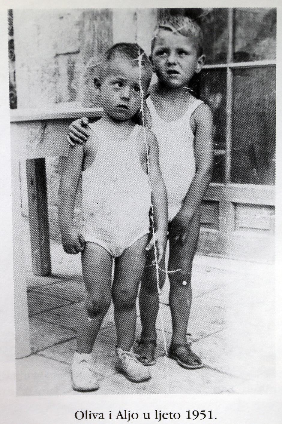 Oliver i stariji brat Aljoša 1951. godine   Author: Iz biografije 'Južnjačka utjeha' Zlatka Galla