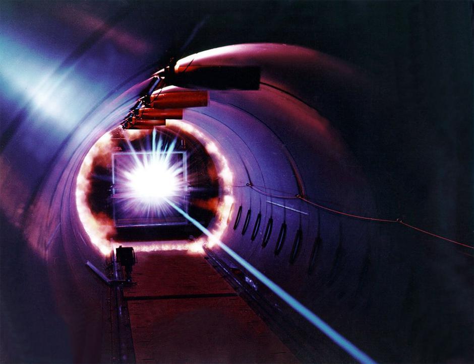 Laser u laboratoriju   Author: maxpixel.freegreatpicture.com