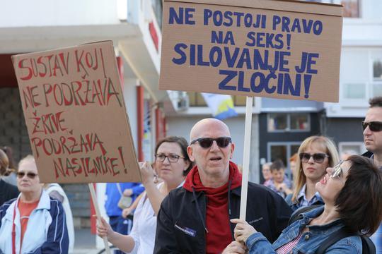 """U Osijeku održan prosvjed """"Pravda za djevojčice"""""""