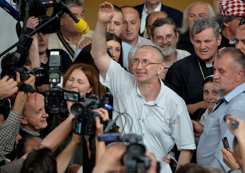 Dario Kordić u društvu biskupa Vlade Košića i ostalih na Plesu 6. lipnja 2014. | Author: Marko Prpić/PIXSELL