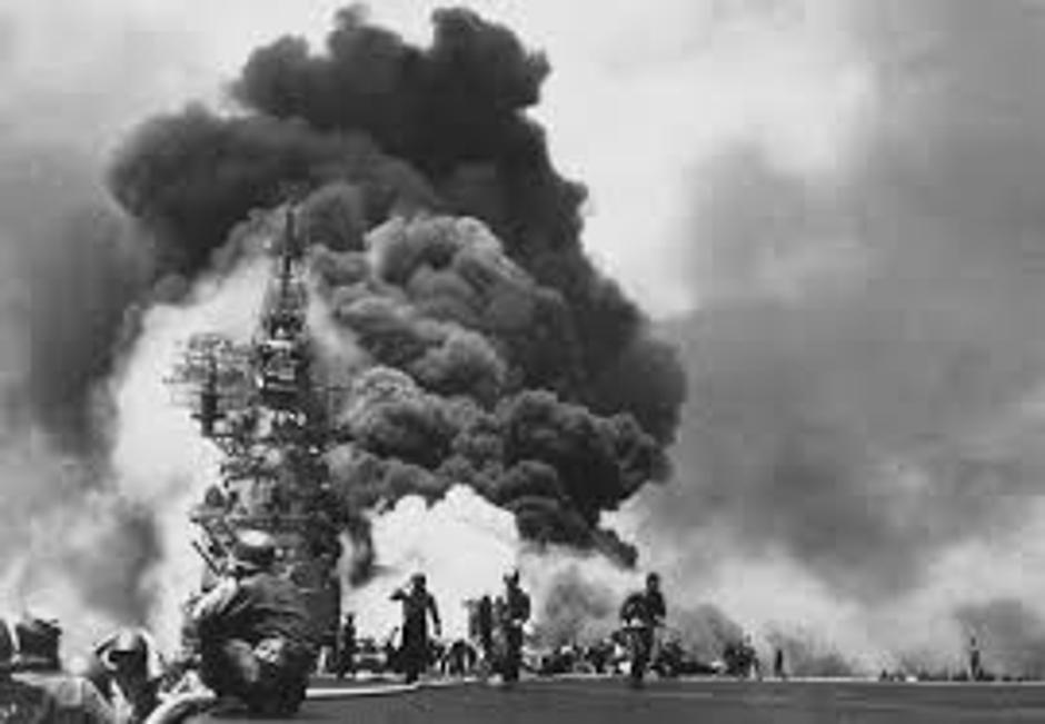 Bunker Hill nakon udara Kamikaze 11 svibnja 1945. | Author: Wikipedia Commons