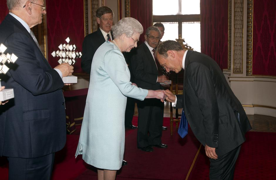Kraljica Elizabeta i Tim Berners-Lee osnivač world wide weba | Author: Lewis Whyld/Press Association/PIXSELL  AGENCIJA