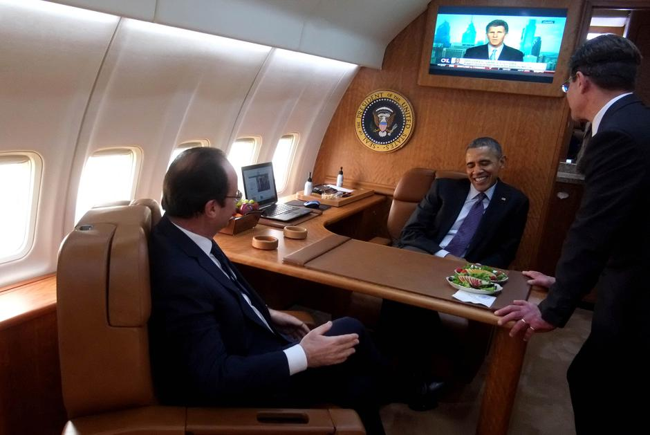 Barack Obama u Air Force One avionu | Author: pool/ABACA/PIXSELL