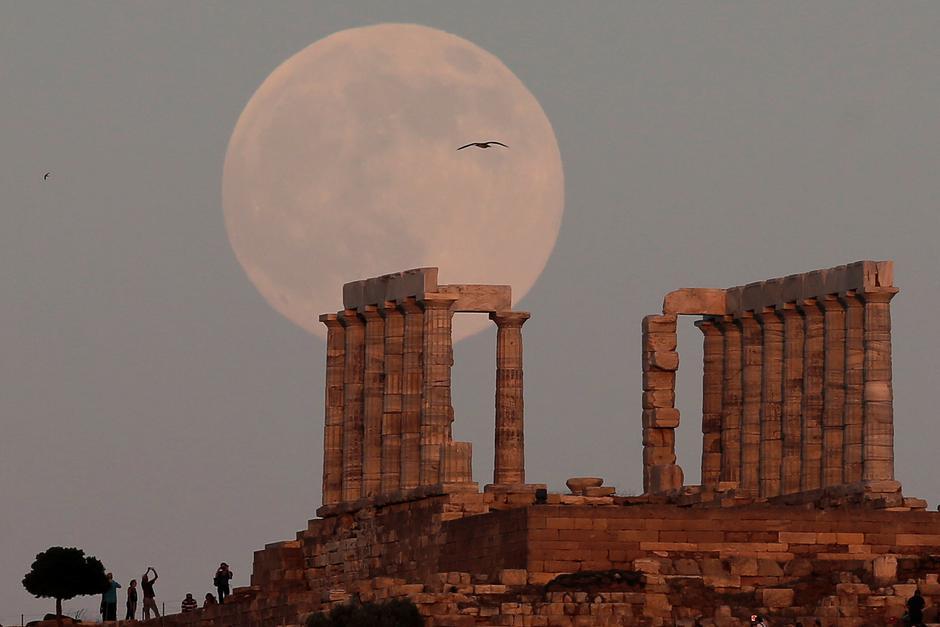 Pun mjesec, Posejdonov hram u Grčkoj | Author: COSTAS BALTAS/REUTERS/PIXSELL