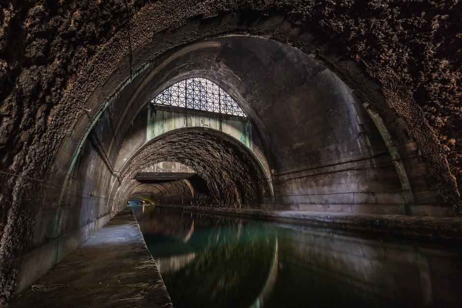 Kanalizacijski otvor ispod zemlje | Author: Thinkstock