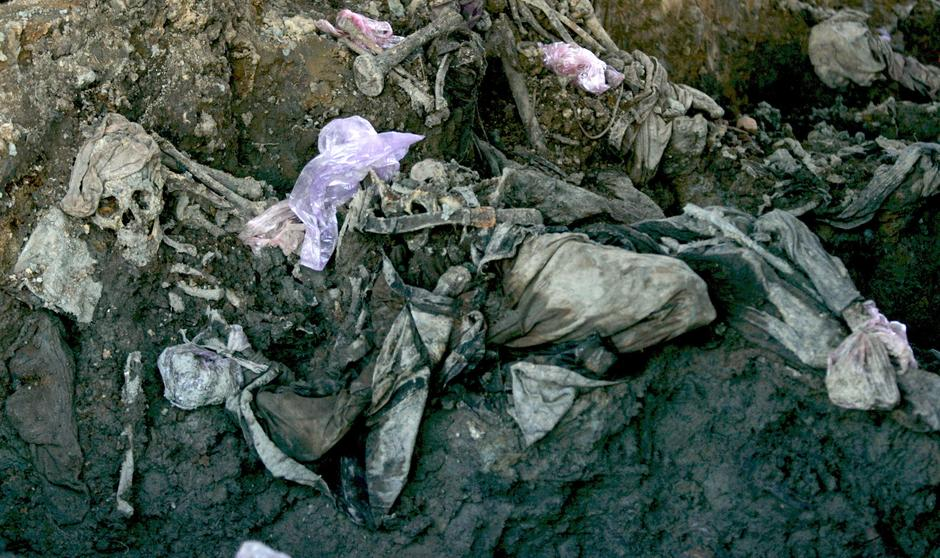 Masovna grobnica u Srebrenici | Author: Matthias Schrader/DPA/PIXSELL