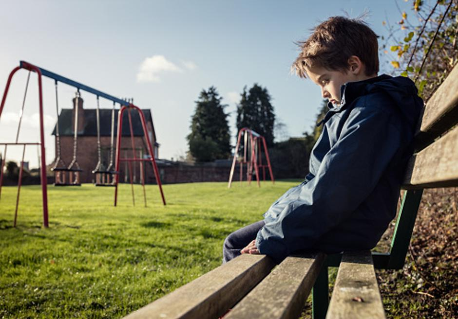 Dječak sam na klupi | Author: Thinkstock