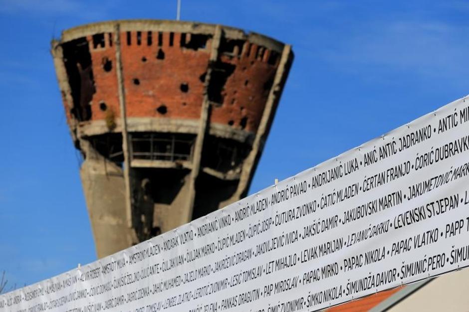 Na Mitnici postavljen banner dužine 210 metara s imenima Heroja Vukovara | Author: Davor Javorovic (PIXSELL)