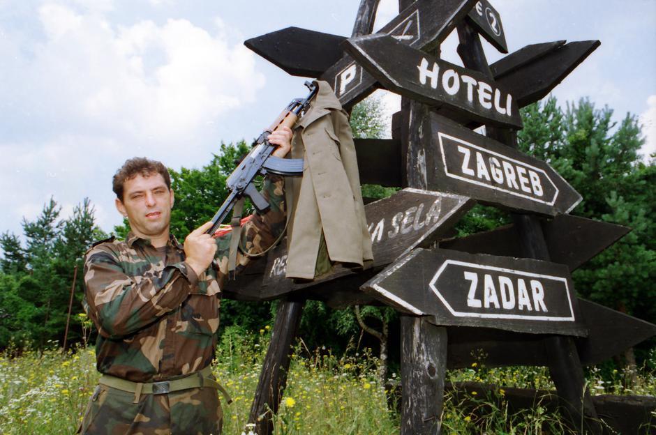 Hrvatska vojska u netom oslobođenom Plaškom i Plitvičkim jezerima, 7.8.1995. | Author: Davorin Višnjić/Pixsell/History