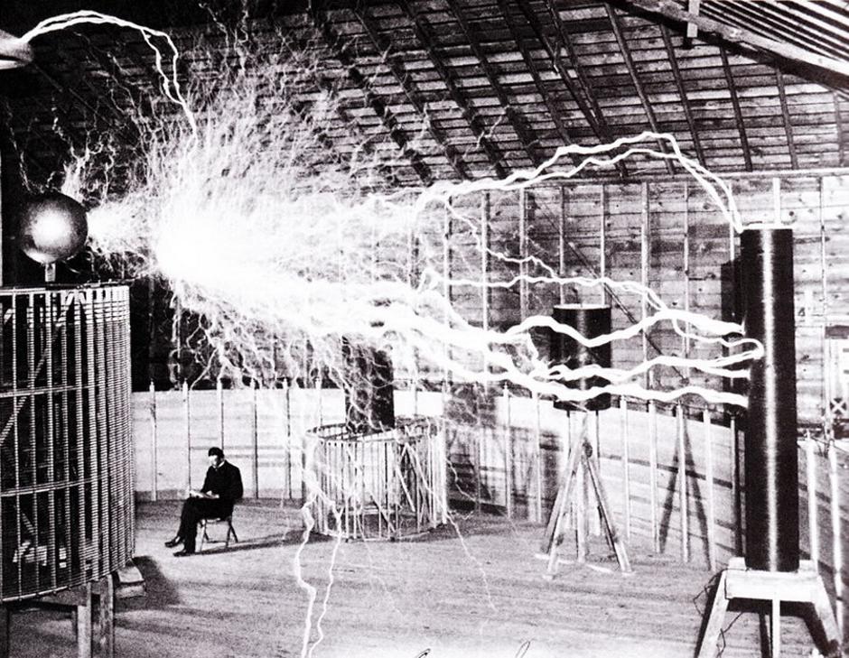 Nikola Tesla u laboratoriju u Colorado Springsu 1899. | Author: Recuerdos de Pandora/Flickr/CC BY-SA 2.0