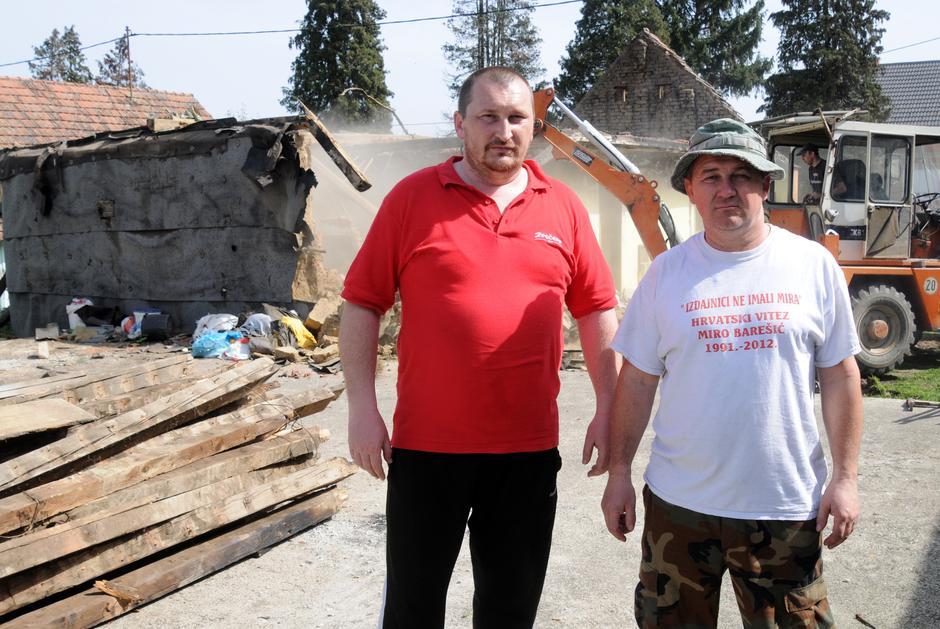 Članovi udruge specijalne policije pomažu u izgradnji kuće kolegi - Stevo Culej | Author: Goran Ferbezar/PIXSELL
