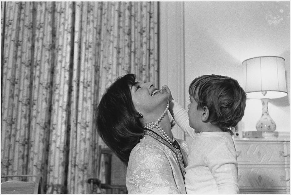 Jackie Kennedy i JFK Jr. | Author: Cecil (Cecil William) Stoughton