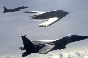 Avioni F-15E Strike Eagles i B-2