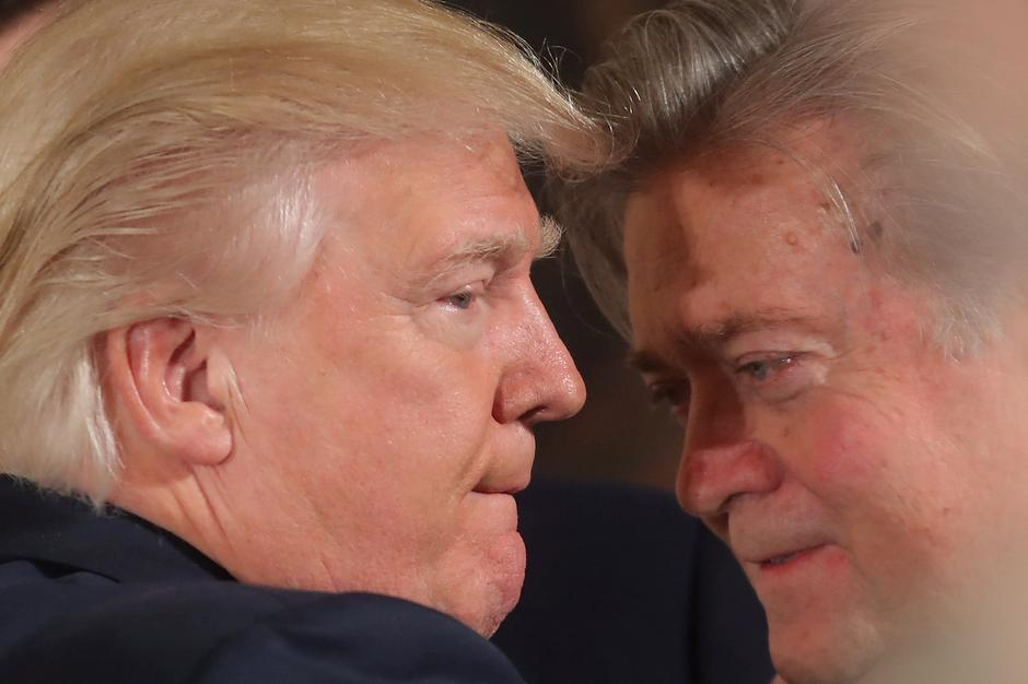 Steve Bannon i Donald Trump | Author: CARLOS BARRIA/REUTERS/PIXSELL