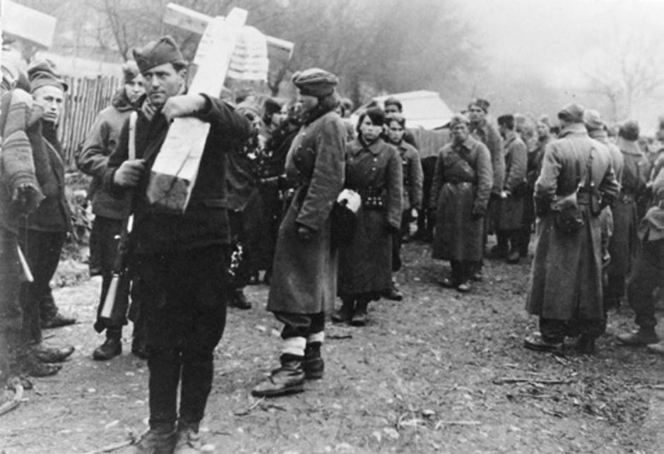 Pogreb komesara 21. udarne brigade, 1945. | Author: Vojni muzej Beograd