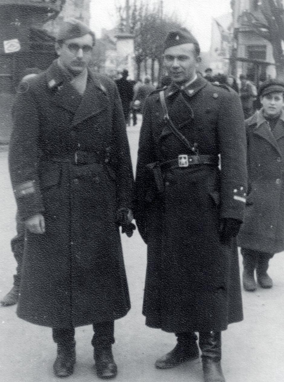 Franjo Tuđman (lijevo) i Joža Horvat u partizanima, veljača 1945. | Author: public domain
