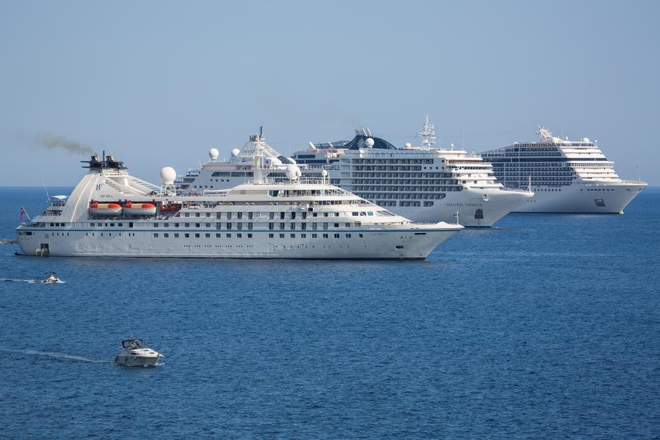 Tri velika putnička broda usidrena ispred grada Dubrovnika | Author: Grgo Jelavic (PIXSELL)