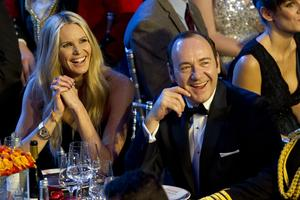 Elle Macpherson i Kevin Spacey