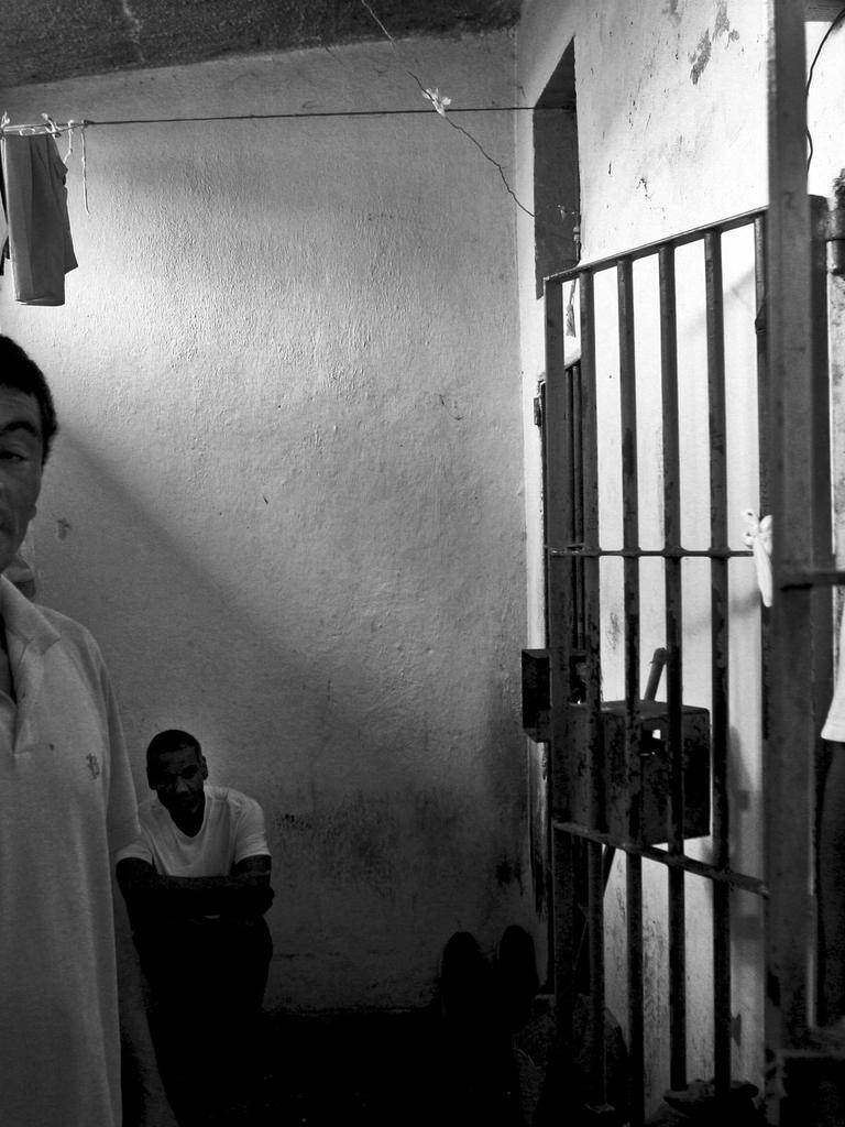 izlazi s nekim tko je bio u zatvoru nina dobrev i ian somerhalder izlazi iz 2013. godine
