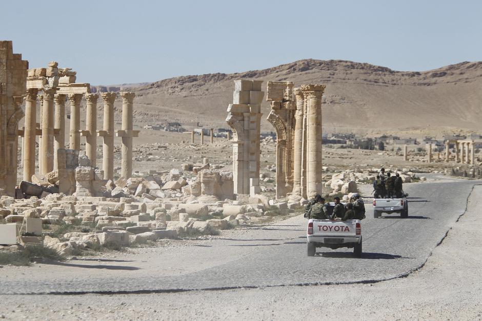 Palmira u Siriji - razrušena Vrata pobjede iz doba starog Rima   Author: OMAR SANADIKI/REUTERS/PIXSELL