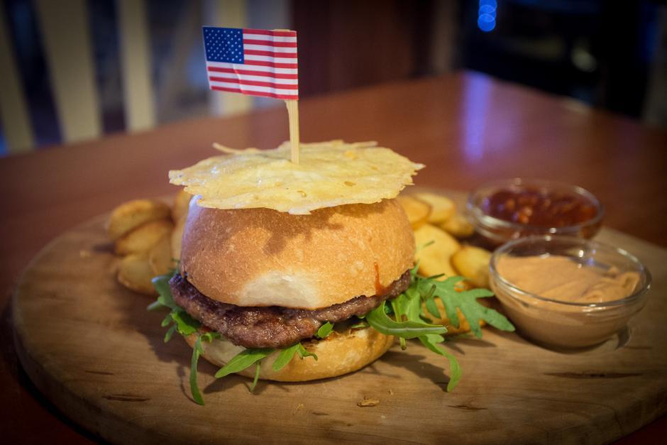 Sevnica, rodni gradić Melanie Trump, hamburger posvećen Donaldu Trumpu   Author: Davor Puklavec/PIXSELL